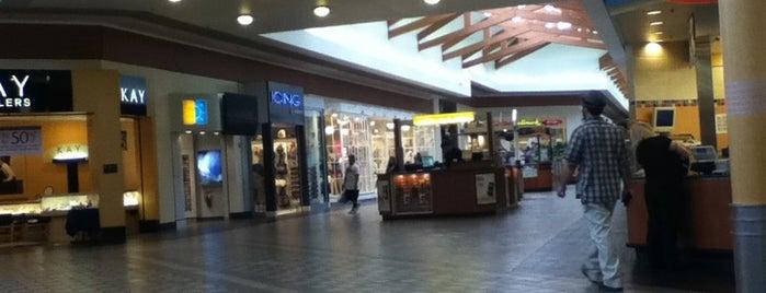 Kitsap Mall is one of Ishka 님이 좋아한 장소.