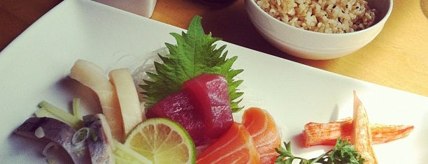 Symphony Sushi is one of Lugares favoritos de Enrico.