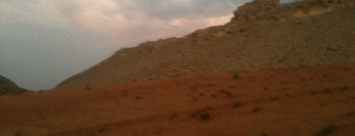 Middle Of Nowhere In The Desert is one of DXBさんの保存済みスポット.