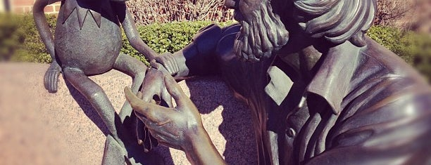 Jim Henson Statue is one of DC Bucket List 2.