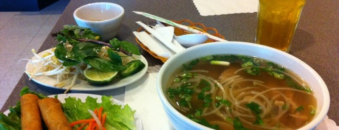 Pho Asian Grill is one of Lugares favoritos de Ken.