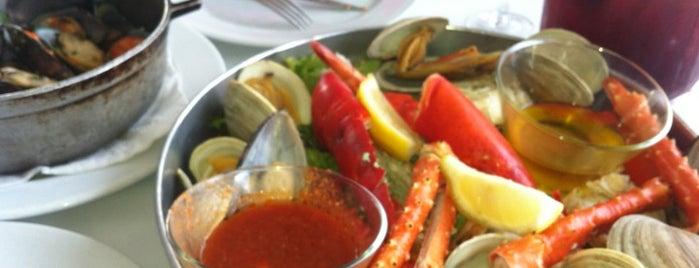 Seabra's Armory Restaurant is one of Tempat yang Disukai Ashley.