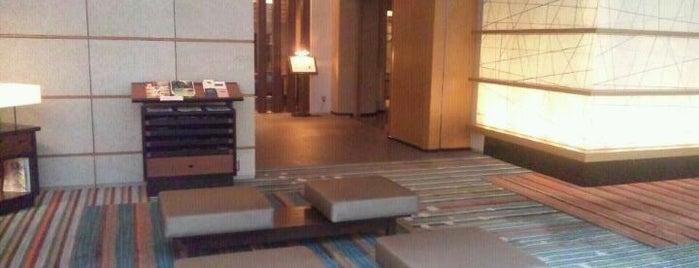 Hotel Niwa Tokyo is one of สถานที่ที่ Thomas ถูกใจ.