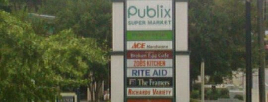 Peachtree Battle Shopping Center is one of Orte, die Lisa gefallen.