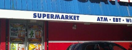 Associated Supermarket is one of Orte, die Erik gefallen.
