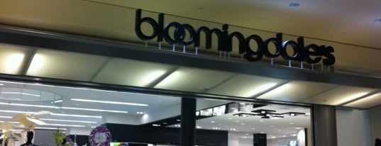 Bloomingdale's is one of Orte, die Emily gefallen.