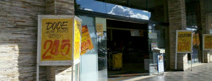 Supermercado Cidade Canção is one of Káren'in Beğendiği Mekanlar.
