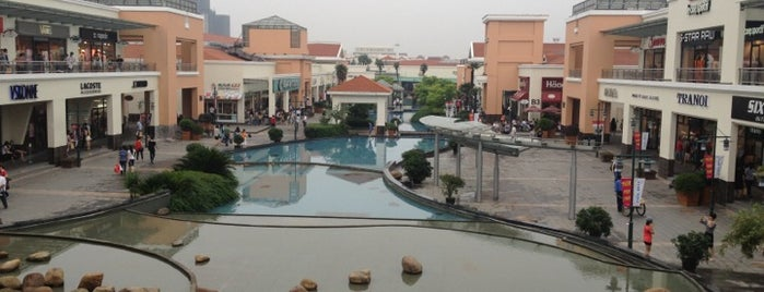 Bailian Outlets Plaza is one of Shanghai calling.