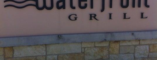 Waterfront Grill is one of Tempat yang Disukai Tim.