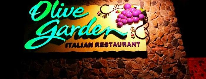 Olive Garden is one of Lugares favoritos de Kathy.