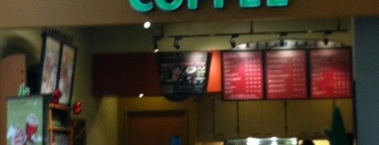 Starbucks Coffee is one of Lieux qui ont plu à hoya_t.