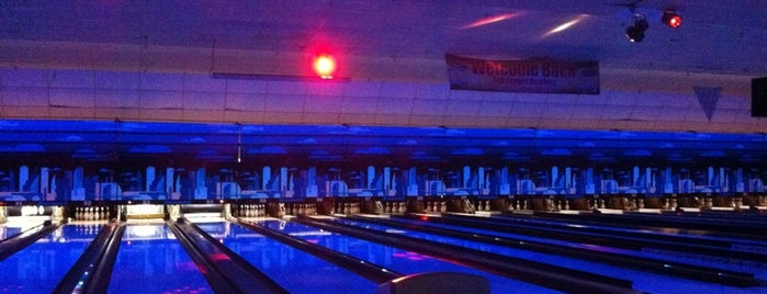 Bowlero North Brunswick is one of Posti che sono piaciuti a tangee.
