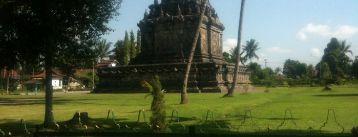Candi Mendut (Mendut Temple) is one of Temples and statues in Indonesia.