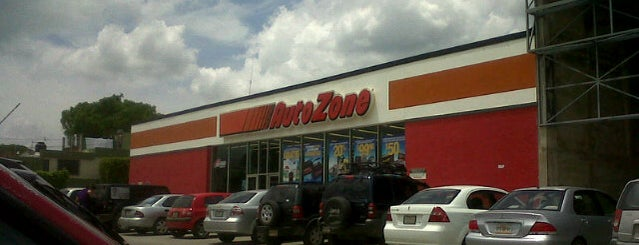 AutoZone is one of Lieux qui ont plu à Manuel.