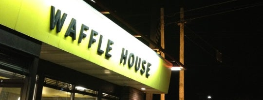 Waffle House is one of Bradyさんのお気に入りスポット.