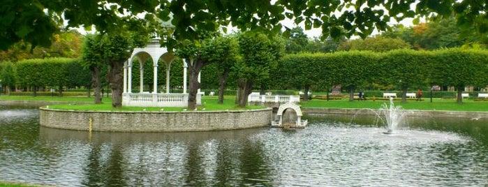 Парк Кадриорг is one of Любимые места в Таллинне.