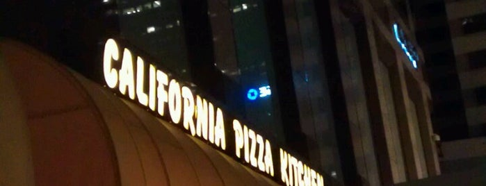 California Pizza Kitchen is one of Tempat yang Disukai Brentley.