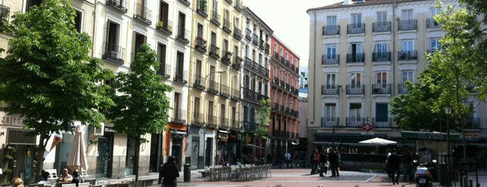 Plaza de Chueca is one of Garitos-Pubs.