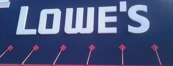 Lowe's is one of Locais curtidos por Brian.