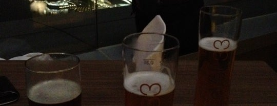 LeVeL 33 Craft-Brewery Restaurant & Lounge is one of Locais salvos de Eric.