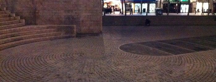 Foru Plaza / Plaza de los Fueros is one of Vitoria-Gasteiz para visitantes.
