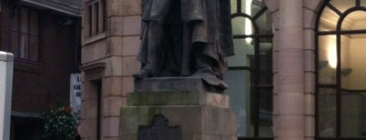 Disraeli's Statue is one of Carl 님이 좋아한 장소.