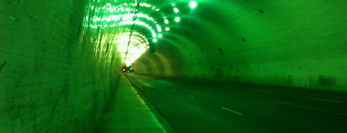 2nd Street Tunnel is one of Blade Runner Shooting Locations.