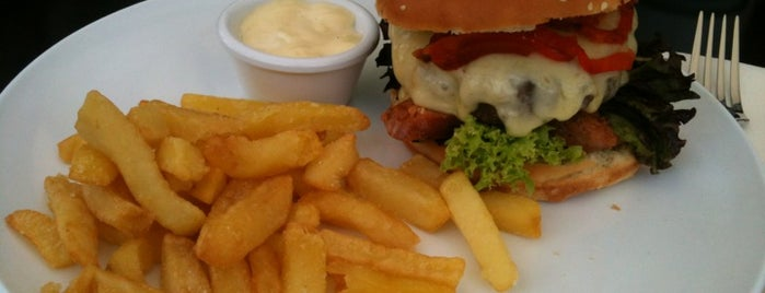 Burgerlounge is one of Burgers.cl.