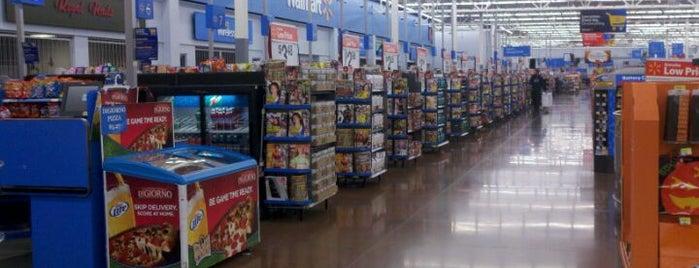Walmart Supercenter is one of สถานที่ที่ Charlotte ถูกใจ.