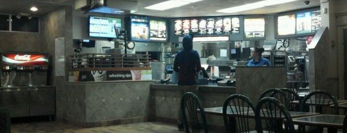 McDonald's is one of สถานที่ที่ Gayla ถูกใจ.