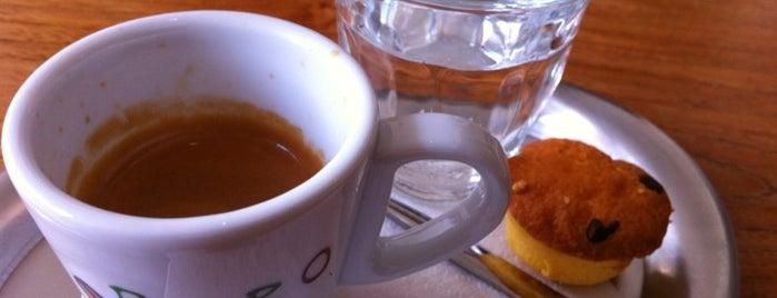 Milk and Cookies is one of Tempat yang Disukai Iris.