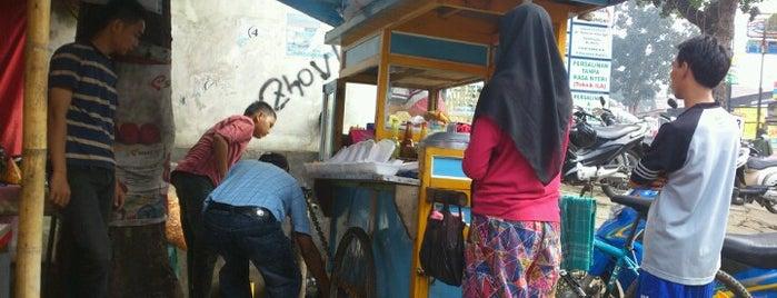 "Bubur ayam amir ""putra dalima"" is one of Lugares favoritos de Riri."