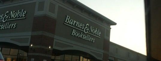 Barnes & Noble is one of Orte, die Joanna gefallen.