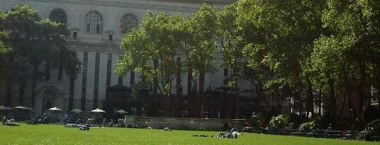 Bryant Park è uno dei 101 posti da vedere a Manhattan prima di morire.