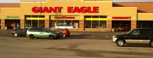 Giant Eagle Supermarket is one of Locais curtidos por Wendy.