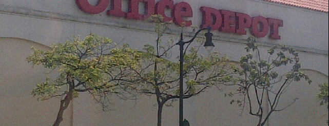 Office Depot is one of Lizさんのお気に入りスポット.