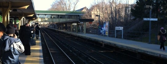 Metro North - Scarsdale Train Station is one of Harlem Line (Metro-North).