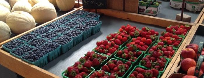 Reesor Farm Market is one of Tiff 님이 좋아한 장소.