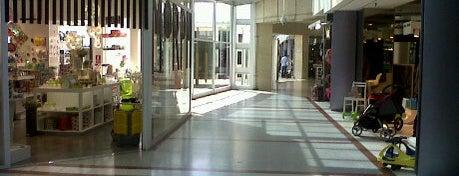 Alcorta Shopping is one of Basilico Fer en Capital.