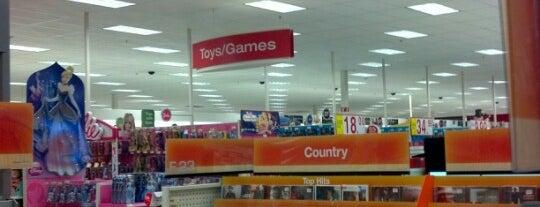 Target is one of สถานที่ที่ Yoli ถูกใจ.