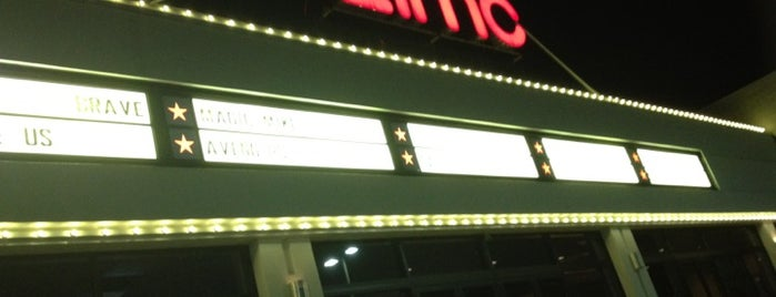 AMC Burlington Cinema 10 is one of Megs'in Beğendiği Mekanlar.