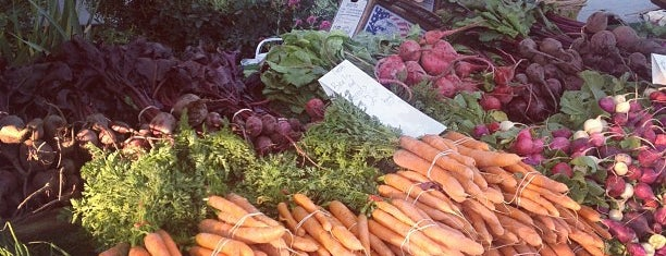 South Pasadena Farmers' Market is one of Locais salvos de Carl.