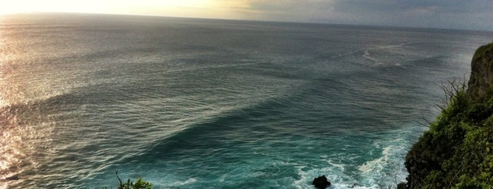 Uluwatu Surfing Beach is one of The #AmazingRace 22 map.