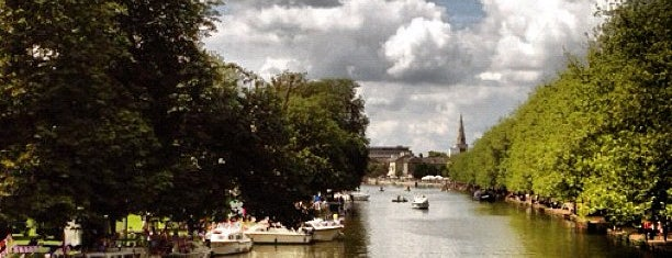 The Embankment is one of Orte, die Russell gefallen.