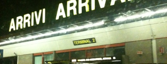 Terminal 2 is one of Locais curtidos por Hamilton.