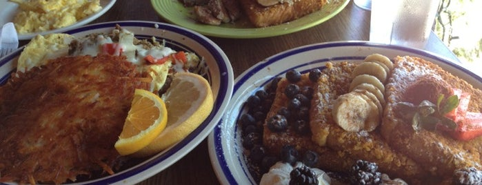 Blue Moon Cafe is one of Diners, Drive-Ins, and Dives.