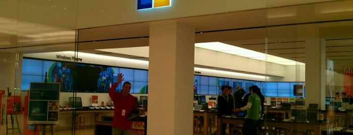 Microsoft Store is one of Brooke 님이 좋아한 장소.
