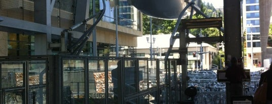 Portland Aerial Tram - Lower Terminal is one of Susan 님이 좋아한 장소.