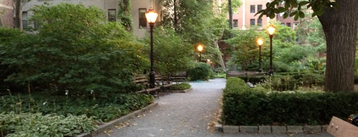 Tudor City Park North is one of Date Night.