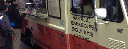 Kimchi Taco Truck is one of Locais salvos de Lizzie.